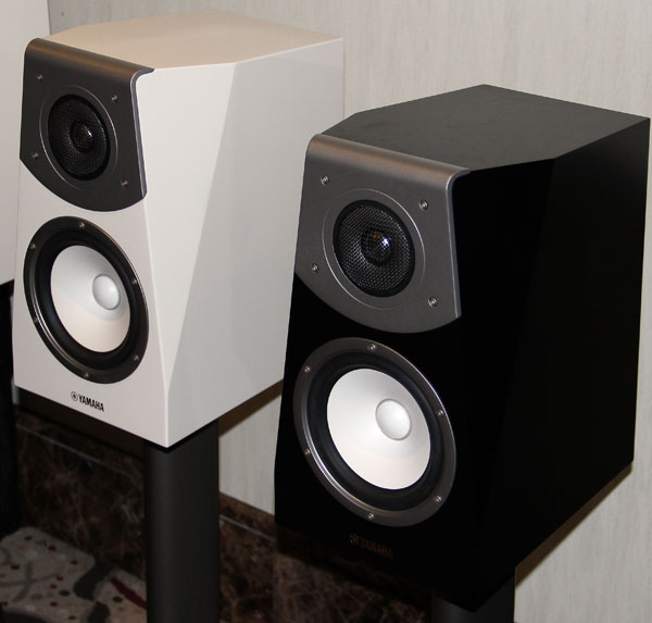 The Soavo NS-B591 bookshelf speakers can be mounted on stands for easy placement around your listening space.