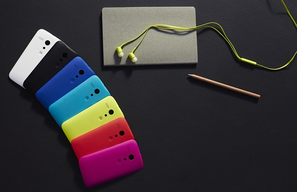 The back of the Moto G is removable, allowing you to customize how the phone look with any of the 7 colors (blue, teal, red, yellow, purple, white, and black).