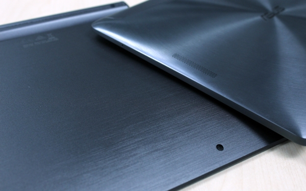 The rear of the keyboard mobile dock (left) may look metallic, but it is actually made of plastic.