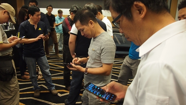 After the three presentations, attendees had a hands-on session with the LG G Flex smartphone.