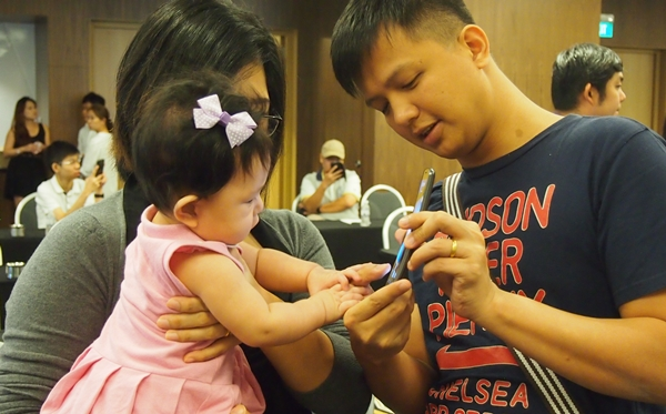 The LG G Flex was so intriguing that it attracted the attention of a baby girl.