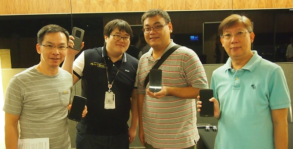 Three attendees were selected by LG to take part in a one-week trial of the G Flex.