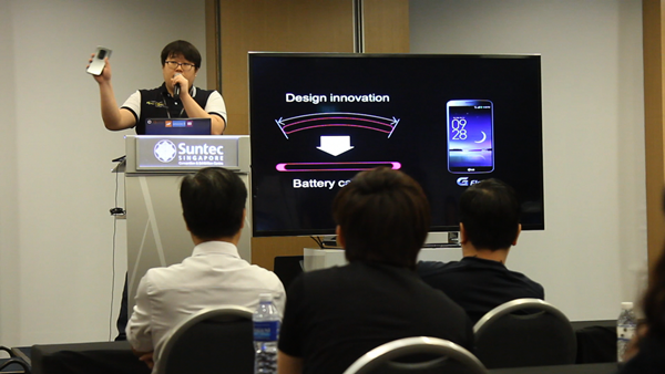 LG's Marketing Manager Hwang Bang Youn explained the philosophy behind designing the G Flex smartphone.