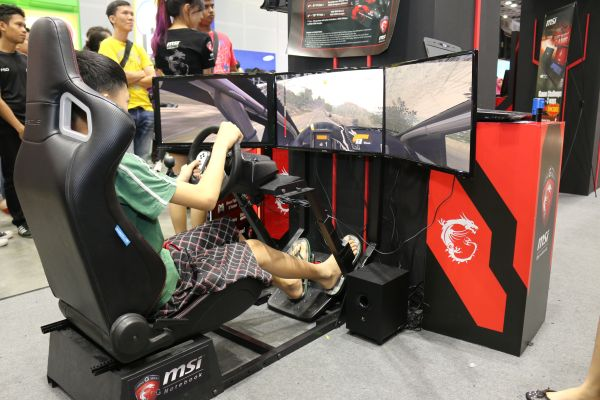 MSI had a wicked racing rack set up at their booth. It looked and felt real too.