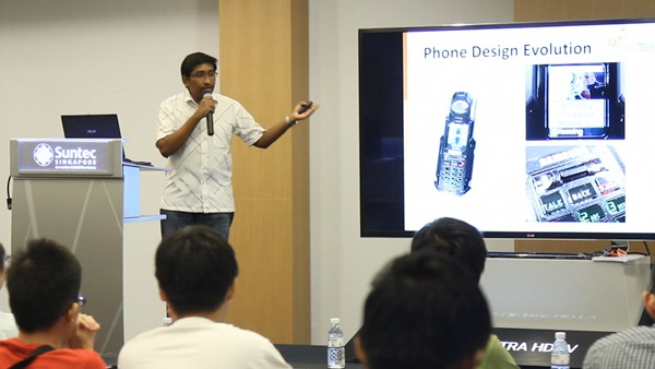 Here's HardwareZone.com editor Vijay Anand addressing the attendees. Vijay started the event with an overview of phone designs and how they have evolved over the years.