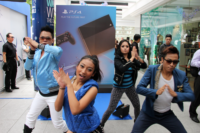To kick off the event, a dance troupe performed a lively routine choreographed to one of Sony's official Playstation 4 soundtracks.