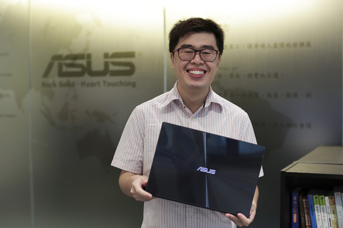 But of course, everyone was happy to hold the latest ASUS flagship Ultrabook, and to be given a chance to see just how much ASUS products have improved over the years.