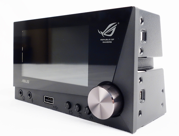 The ASUS ROG Front Base is a control panel that allows the user to control chassis cooling fans. At the same time, the user can monitor the system status such as CPU and motherboard temperatures.