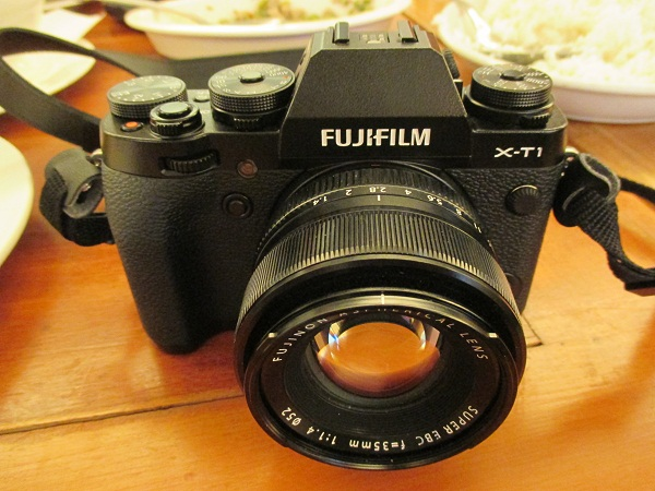 From this angle, the X-T1 conspicuously shows controls and dials, simulating the feel of a retro-style camera.