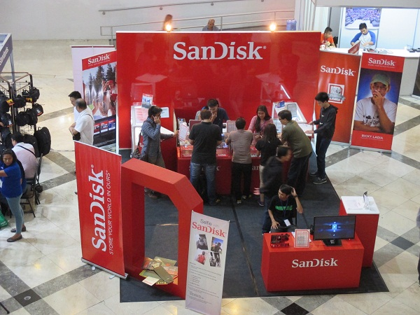 SanDisk representatives offering exclusive deals to visitors at the PhotoWorld Asia 2014.