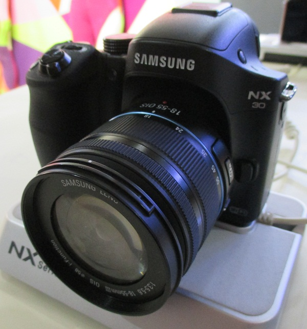 The Samsung NX30 was just revealed last month at CES and it is now present at PhotoWorld Asia 2014.