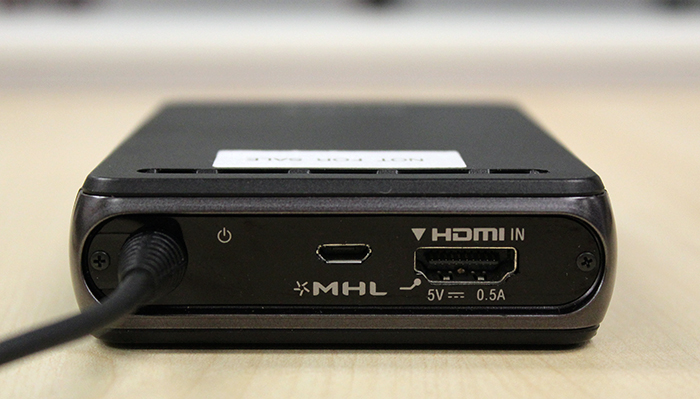 You can connect your source directly to the battery unit too. There is an HDMI port and a MHL port.