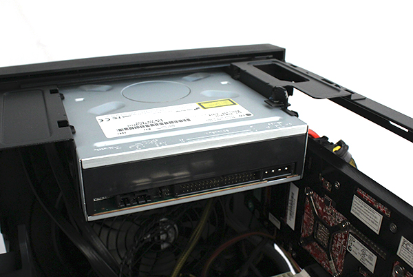 """Unlike the Silverstone Sugo SG09 which can only be used with """"slim"""" drives, the Corsair Obsidian Series 250D can accommodate regular drives with no problems."""