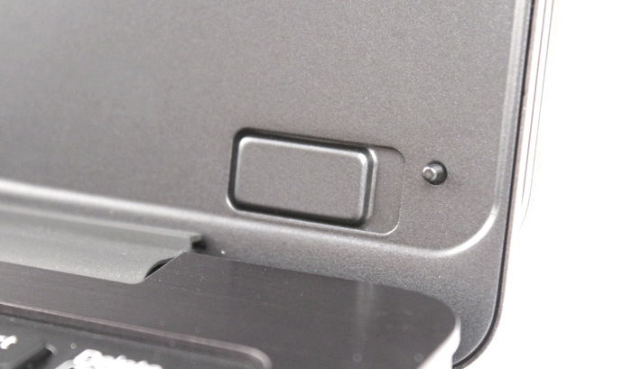 There are numerous magnets strategically placed to lock the lid in place. This not only provides ease of use but also prevents wear and tear.