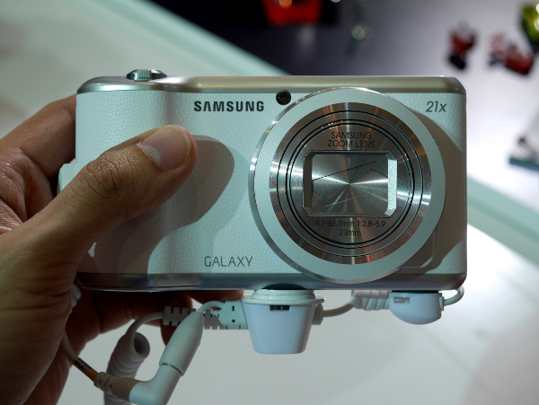 The Galaxy Camera 2 also features a larger capacity battery, so you can shoot more photos at one go.