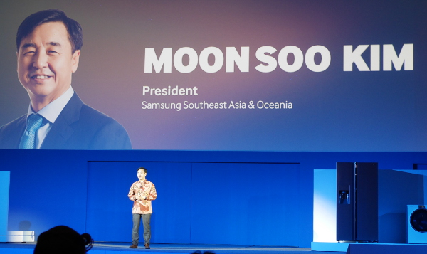 The President of Samsung Southeast Asia and Oceania, Mr Kim Moon Soo, kicking off the Samsung Forum 2014.