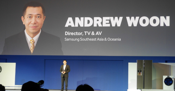 Mr Andrew Woon, the Director of TV and AV, Samsung Southeast Asia and Oceania, elaborating on the new UHD curved Samsung TV sets.