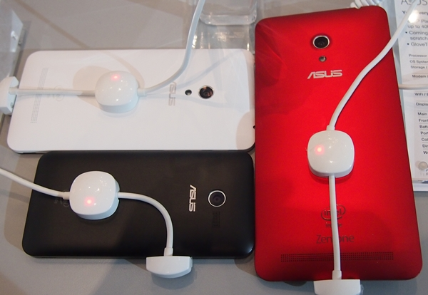 The rears of the ZenFone devices reminded us of the HTC One X and One X+.