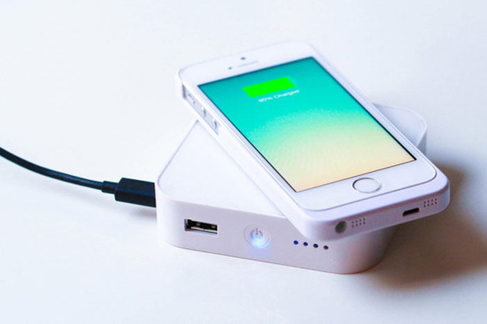 Do you have a phone that supports Qi wireless charging? The Ark from Bezalel (who is now raising funds for it on Kickstarter) is a portable wireless charger with a 5,200mAh battery. Is this the future of external battery packs? (Image source: Ark Kickstarter page.)