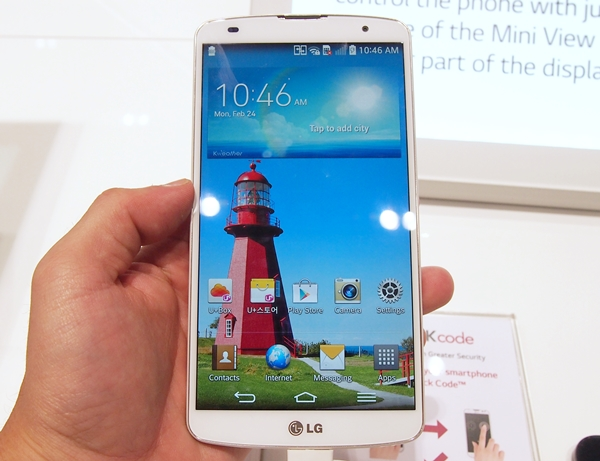 The LG G Pro 2 sports a 5.9-inch Full-HD IPS display.