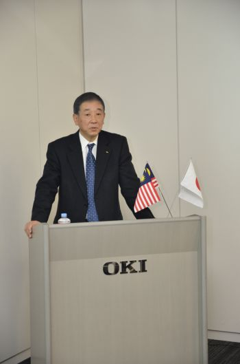 Hiramoto delivering the opening speech