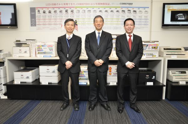 (from L-R) Hiroshi Endo, Corporate Officer and General Manager, Products Business Department, OKI Data Corporation; Takao Hiramoto, President, OKI Data Corporation and Director & Vice President, OKI Electric Industry Co., Ltd; and Goh Yin Hwang, Country Manager, OKI Data (S) Pte Ltd, Malaysia Office, standing in front of the latest OKI printers