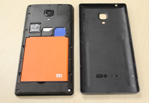 The Redmi uses normal-sized SIM cards. The left slot (white SIM) supports 3G while the right slot (blue SIM) only supports 2G. Oh, did we mention that the battery is removable too?