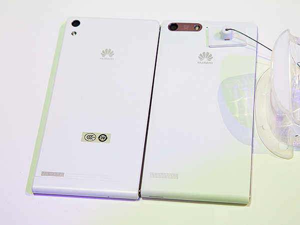 The back of the Ascend P6 (left) and the Ascend G6 (left). Although the rrangement of the camera and flash unit are different, the audio port remains in the same location.