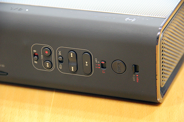 Behind are also various buttons to control other features of the Sound Blaster Roar.