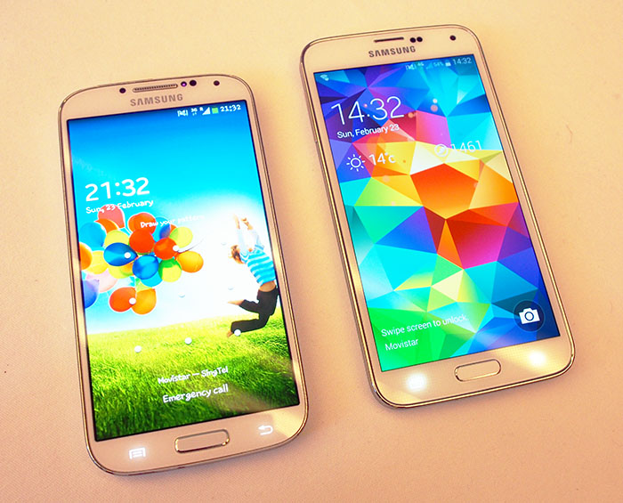 The Galaxy S5 (on the right), looks very similar to last year's Galaxy S4 (on the left).