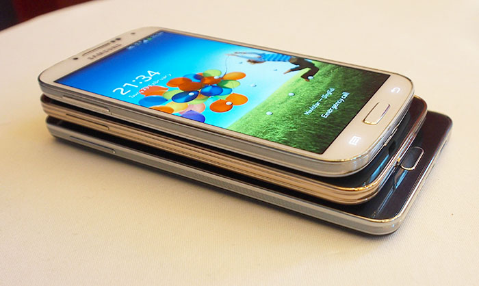 GALAXY Note 3 (on the bottom), GALAXY S5 (in the middle), and GALAXY S4 (on top). As you can see, Samsung finds a design it likes, and really sticks to it.