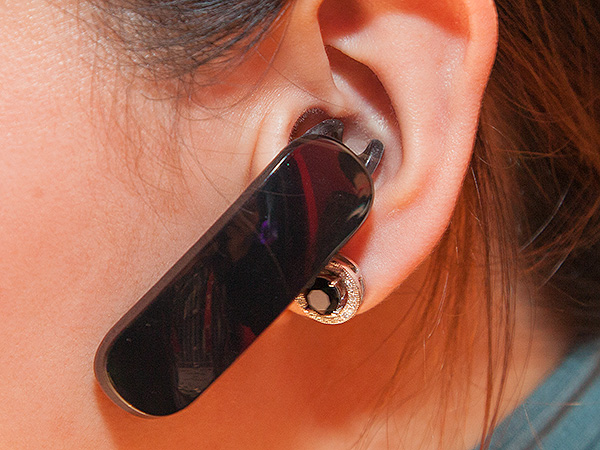 The earpiece will fit into your ear like any other Bluetooth headset. It connects via Bluetooth 4.1 and it also features dual microphone noise reduction as well as quick NFC pairing with your phone. Used alone as a standard Bluetooth earpiece, it has a standby time of up to 2 weeks.