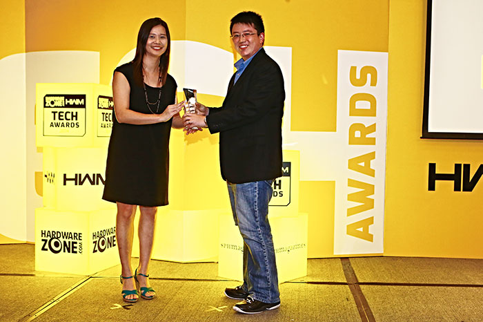 Both Readers' Choice awards for Best Wireless Speakers Brand and Best Home Theater System Brand went to Bose. Here's Mr. Alvin Tien, Deputy COO for Atlas Sound and Vision, receiving the awards on behalf of Bose.