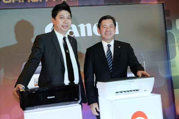 From L-R: Canon Marketing Malaysia's Consumer System Product Assistant Director, Jeffrey Kung and President and CEO, Wataru Nishioka.