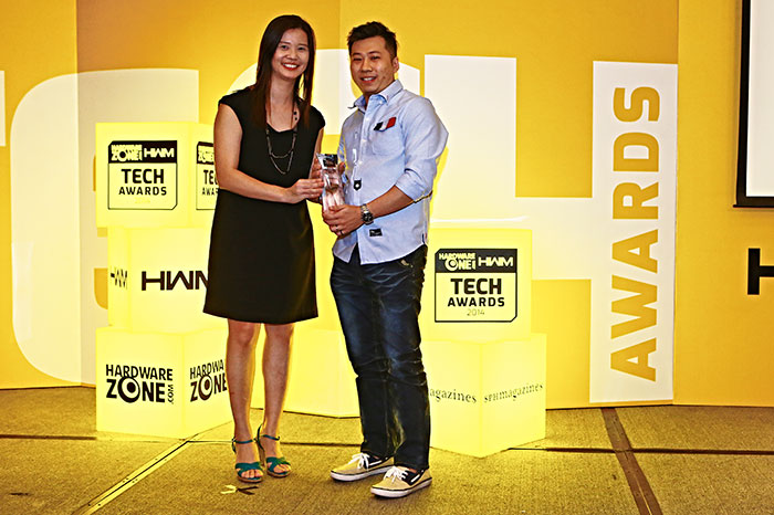 Dell/Alienware was voted the Best Gaming Notebook Brand by our readers. This is Mr. Jeffrey Phua, Consumer Brand Manager for Dell, receiving the award.