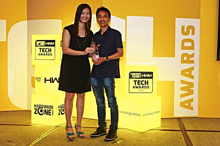 Fuwell was once again voted the best PC components retailer by our readers. Here's Fuwell's Managing Director, Mr. Gary Ong, receiving the award.