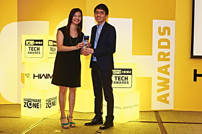 Lenovo won three awards: Readers' Choice for Best Business Notebook Brand, and Editor's Choice for Best Windows 8 Ultra Portable Notebook (Yoga 2 Pro) and Best Windows 8 Business Tablet (ThinkPad Tablet 2). Here's Mr. Kenny Lim, Lenovo's Communications Manager for ASEAN, receiving the trophy.