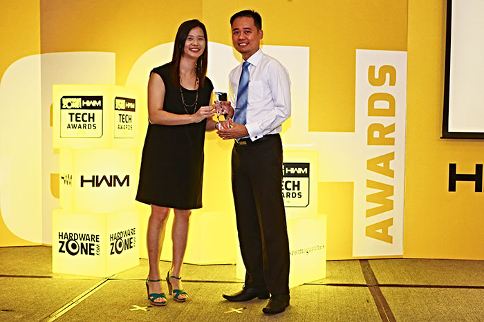 The NEC P451W won the Editor's Choice award for Best 3LCD Business Projector. Here's Mr. Jeremy Lim, Sales Manager for NEC, receiving the trophy.