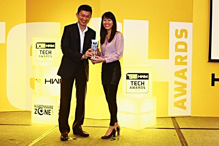 Panasonic took home two Editor's Choice awards: Best Point & Shoot Digicam (Lumix DMC-TZ40) and Best Mirrorless Camera (Lumix DMC-GX7). Here's Ms. Karen Do from Panasonic receiving the awards.