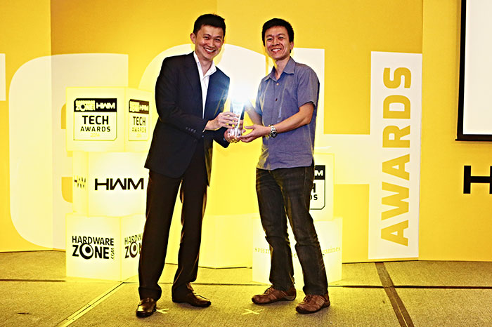 The Roccat Ryos MK Pro won the Editor's Choice award for Best Gaming Keyboard. Here's Mr. Johnson Lee, Sales Director for Corbell Technology, receiving the trophy on behalf of Roccat.