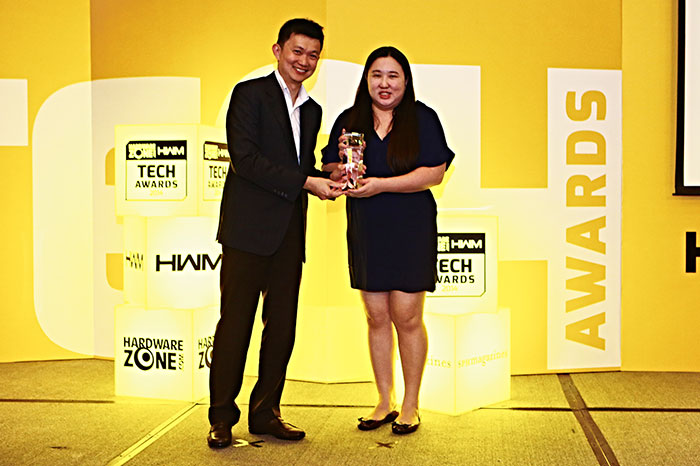 Sennheiser won three awards: Reader's Choice for Best Headphones Brand, and Editor's Choice for Best Headphones for Everyday Use (Momentum) and Best Gaming Headphones (PC 363D). Here's Ms. Elizabeth Pang, Assistant Marketing Manager for Sennheiser, accepting the awards.