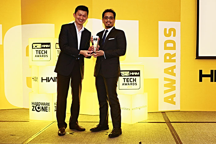 SingTel won three awards: Reader's Choice for Best 4G Network in Singapore, Best Singapore Telco, and Best Singapore Fiber Broadband Service Provider. Here's Mr. Miguel Bernas, SingTel's Digital Marketing Director, accepting the awards.