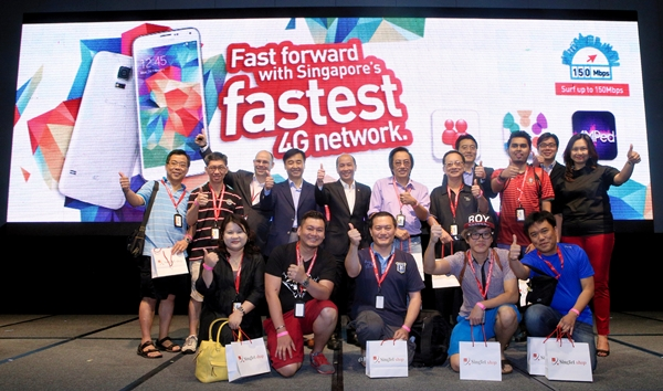 The first 10 customers in the queue were onstage with SingTel and Samsung executives at the launch the Galaxy S5 smartphone in Singapore. <br> Image source: SingTel