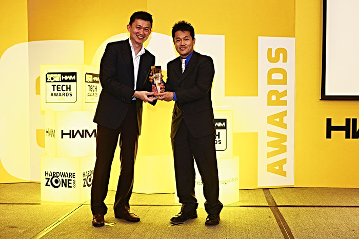 Sony also won three awards: Readers' Choice for Best Home Theater Projector Brand, Editor's Choice for Best Prosumer Digital Camera (Cyber-shot DSC-RX100 II), and an Innovation award for its Alpha A7 mirrorless camera series. Here's Mr. Daisuke Nagatomi, Assistant GM, Visual Presentation Solutions Marketing, Sony, accepting the awards.
