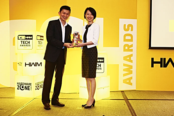 Western Digital won two awards: Readers' Choice for Best External HDD Brand and Editor's Choice for Best 2.5-inch Portable External HDD (My Passport Slim). Here's Ms. Jamie Yang, Senior Channel Marketing Manager for Western Digital, accepting the awards.