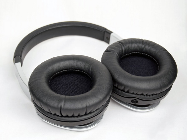 Large, soft earcups make for comfortable listening.