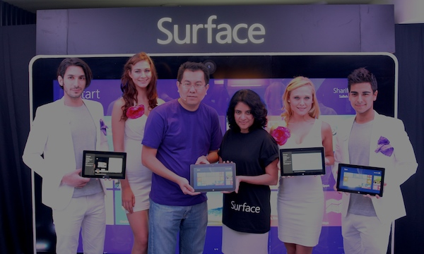 Sunny Ooi, Director, Consumer Channels Group, Microsoft Malaysia, and Rukmani Subramaniam, incoming Chief Marketing and Operations Officer, Microsoft Malaysia, unveiling the new Surface 2 tablet.