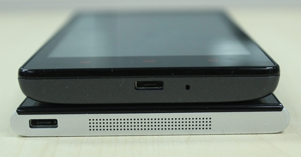 The Xiaomi Mi 3 has a flatter design compared to the Redmi which has a slightly tapered back.