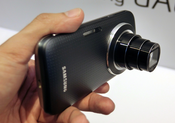 The Galaxy K Zoom with the lens fully racked out.