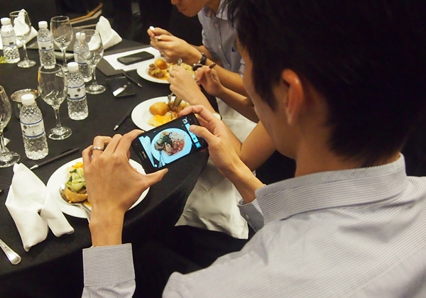 In true Asian's style, many participants were seen using the ASUS ZenFone 5 to take pictures of their meal.